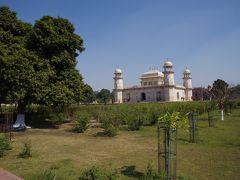 イスラム様式の庭園なので、庭園を四分割する「チャハルバーグ(四分庭園)」という様式の庭園です。