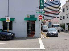 リトルインデアにあるビリヤニのお店である。入口でメニューを見ながら注文し、支払いをしてから店内の席に座ります。
