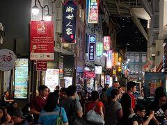 シンガポールにはいろんな人種の方々がおらますが、こちらも街は、中国雑貨のお土産や、中国料理の屋台が並び、常ににぎわっています。