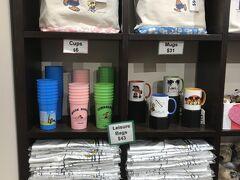 「モニ ホノルル」 日焼けスヌーピーのお店。 カップの新色出てる!