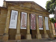 こちらは美術館