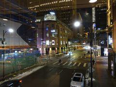 夜の街並みも良いです。 次にホールフーズにより、