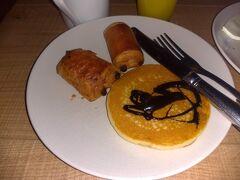 1/17(金) メルキュールポルトセントロの朝食ビュッフェ パンも数種類。 パンケーキもありました。