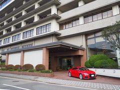 PM3:00  芦原温泉「清風荘」到着!  駐車場は道向かい。 荷物を下ろして自分で移動します。