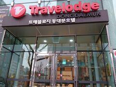 今夜、お世話になるトラベロッジ東大門です。 フロントの方も、流暢な日本語で笑顔で対応して下さります♪