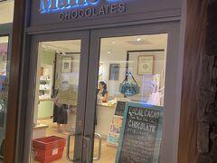 夜まで自由行動ということで ロイヤルハワイセンターの中にある マリエカイチョコレートへ。 自分用に買った巾着袋入りのチョコレートが ジップロックに入ってたのでちょっとびっくり。