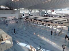 旅の始まりは金曜日朝10時頃の羽田空港。 閑散としています。