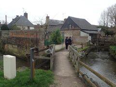 ノルマンディー地方にあるBouvronの村でも休憩します。 フランスで一番美しい村にも認定されたらしいです。 小さな村なので15分くらいで一周できました。