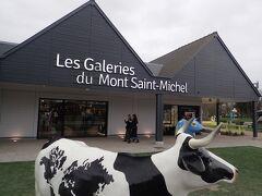 Bouvron村から2時間ほどでモンサンミッシェルに到着。 (正確には対岸に到着) Les Galaries du Mont Saint-Michelでは、お土産を買ったりトイレを借りたりできます。