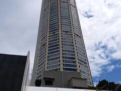 市内中心部にそびえ立つ高層ビルですが、 展望台に上がっているうちに雨が降り出しても、ね。。。