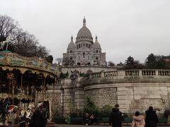 モンマルトルエリアのシンボル、サクレクール寺院まで歩いてみました。 高台にあり、階段かケーブルカーで登れるのですが、今回は素通りです。