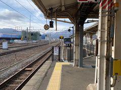 敦賀駅に到着!ここで武生からのローカルバスの時間の都合で特急に乗りショートカットします。