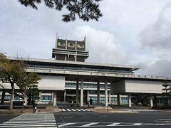 個性的な奈良県庁。 旧国立競技場の設計にも携わった片山光生氏の作品です。