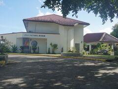 ホテルに戻って少し休んでから、近くにあるベラウ・ナショナル・ミュージアムに行く。1955年設立でミクロネシアでは最も古い博物館。日本統治時代には南洋庁観測所だった。