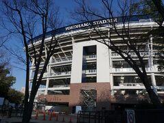 中華街に行く前に横浜スタジアムに来ました~。  初めて近くから見ましたが 工事をしてるせいか 平凡な感じでした(>_<)