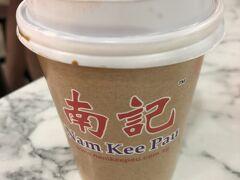 3日目の朝は7時過ぎに起床。 今朝の朝ごはんは、プラザシンガプーラにある「Nam Ked Pau」で肉まんとコピアルク♪  麺類も美味しそうだった! どうやらシンガポールには結構店舗がある、有名な肉まん屋らしい。 蓬莱みたいな感じかな? https://www.namkeepau.com.sg/