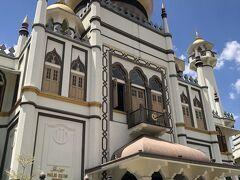 その後はバスでアラブストリートへ!  有名なサルタンモスクは異教徒入場禁止( ゚д゚) お祈りの時間は外して来たのになんでだろう……(コロナかな笑)