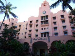 空港からはツアーについていた専用タクシーでホテルへ。 宿泊はロイヤルハワイアン ラクジュアリーコレクションリゾート。 憧れのピンクパレスです♪