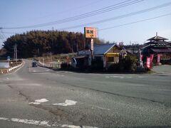県道37号線に合流。角は味の屋台村。ここの温泉は常時100円だそうだからいつか来てみよう。