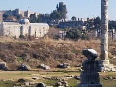 アイワルクにある世界遺産、アルテミス神殿。世界7不思議の1つで、総大理石、高さ19m, 127本の柱が立ち並び、アテネのパルテノン神殿が、すっぽり入る収まる程、壮大な神殿だったそうですが、今は廃墟と化し、柱が1本残るだけです。