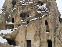 ギョレメ野外博物館へ。隠れクリスチャンの教会が洞窟の中にあり、壁画も残っていました。