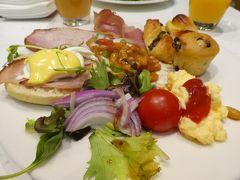 3日目 この日はオーストラリアデー。 花火大会もあります。 今日はラウンジではなく通常のレストランで朝食を食べました。 やっぱり種類が豊富で楽しい!!