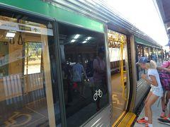 朝食後は電車でフリーマントルへ 30分ほどでフリーマントル駅に到着しました。