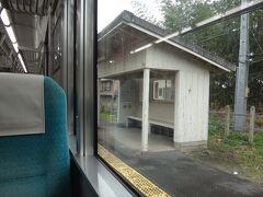 (9)江島(えじま)  待合室が木造で味があります。