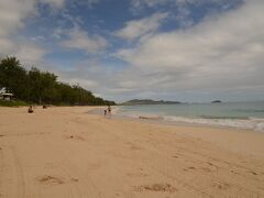 雨が降りそうなお天気でもビーチに遊びに来ている人がいました。