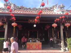 まず最初に訪問したのは青雲亭寺院です。  ここはマレーシア最古の仏教寺院で、1646年に建立されました。
