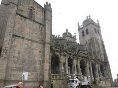 どうやらこれがポルト大聖堂。