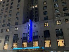 ザニューヨーカーアウィンダムホテルに5泊しました。立地がとても良いです!観光地が徒歩圏内にあります😊  到着してすぐに目の前のマクドナルドに行ってきました。が店内の雰囲気が悪く、治安が悪いと言われるだけあってやはり夜出歩くのは危ないなと感じました…。なのでテイクアウトしホテルで食べました。