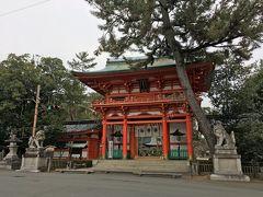 8<今宮神社> 土塀を見ながら、退屈しないで「今宮神社」に着きました。 建勲神社からは、徒歩で15分くらいでしょうか。 ここを訪ねるのは、3回目くらいかな。 女性に御利益があるということで、女性陣が喜びそうなこの神社に行くことにしました。