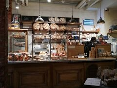 パンを見せる並べ方、レジまわり、何でもオシャレに見えてくる
