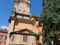 スウェーデン王室の戴冠式や結婚式などが行われる大聖堂。中にも入ってみました。バロックでした。