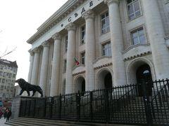 裁判所。ライオンが気高いです。