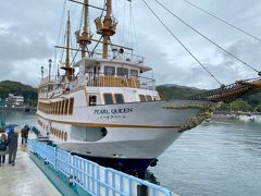 雨もまばらだったので、せっかくだから遊覧船に乗ってクルージングをすることにしました♪ 私たちが乗船したパールクイーン号、海の女王をイメージした白の船体が特徴らしいです!