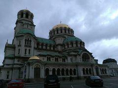 アレクサンドルネフスキー寺院。ソフィアに来たからにはここに来なくては。