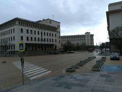 左はブルガリア国立銀行です。