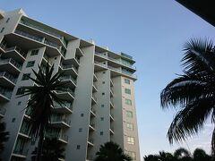 やっとチェックインの時間になりました。  お部屋はタワー2の3階、ホテルタイプとコンドミニアムがつながったコネクティングルーム。