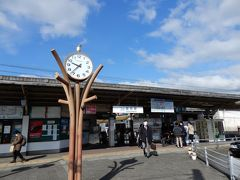 最寄駅からまずは天王寺へ ここからJR和歌山線 or 近鉄南大阪線でちょっと悩む  どちらを選択しても五条からは同じバスで到着時間も同じ ならば乗り換えが多いほうを選んでみた(^^;;  と言う訳で近鉄の御所(ごせ)駅到着  あら~こんな時間ですか? 珍しくスタートが遅いではないの   いえいえ、決して出遅れたのではないからね その理由は5つ後に判明します