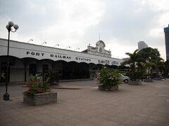 気がついたらコロンボ・フォート駅まで歩いて戻っていました。