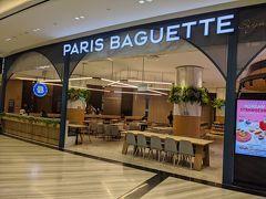 韓国の人気ベーカリー、パリバケット ターミナル1からジュエルに入ってすぐのところにあり、常に混雑しているカフェですが、ほとんどお客さんはいません