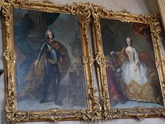 マリア・テレジア 議場の壁には肖像画が並びます。 マリア・テレジアの隣は夫フランツ1世