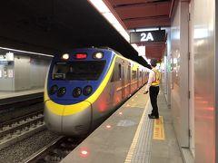 台鐡高雄駅から區間車(各駅停車)に乗って。
