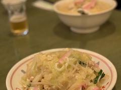 長崎といったらちゃんぽんと皿うどん! 有名どころの江山楼をチョイス♪ 私は前にもこちらのちゃんぽんを食べたことがあるので、皿うどんをオーダーしました。 …安定の味ですね。