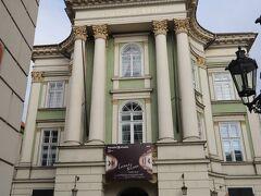 エステート劇場 (Stavovské divadlo)  この日(3日目)の7:00PM~  エステート劇場 で上演されるバレエ「LEONCE&LENA(レオンスとレーナ)」を予約済み、、  < とても楽しみにしていました~♪ >