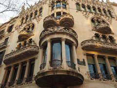 ロエベの本店  世界遺産に申請中だそうです。  宮殿のような建物。 寄れば良かったなあ。