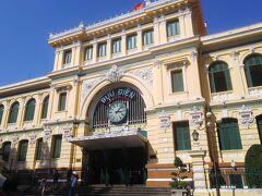 すぐ隣はコロニアル建築で有名な中央郵便局。