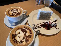 その後出島ワーフに立ち寄り、カフェで休憩。 インスタで気になっていたATTIC COFFEE secondに行き、カフェラテとシフォンケーキをオーダー。 こちらはラテアートで人気のお店で、私達は坂本龍馬と岩崎弥太郎のアートをお願いしました♪